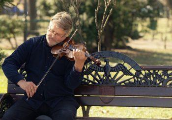 Puis-je encore apprendre la musique même en étant âgé ?